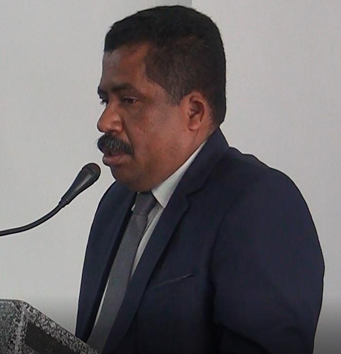 Vereador Irmão Edson parabeniza o Executivo Municipal pela realização das obras realizadas na rua São Pedro em diversas ruas desta cidade.